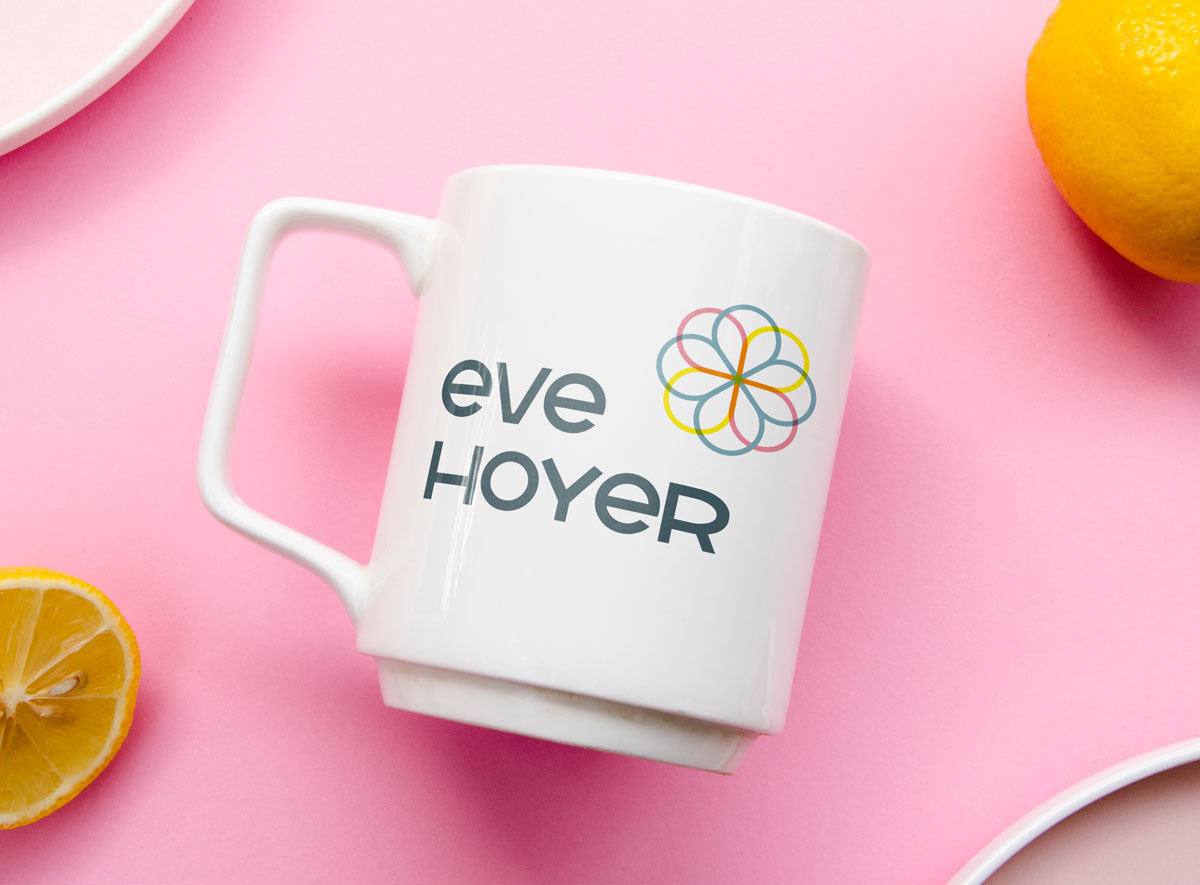 Eve Hoyer Hauptlogo auf Tasse