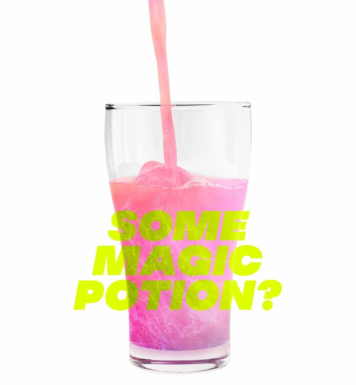 Pinke Brause im Glas